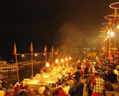 An Evening with Magnificent Ganga Aarti Tour
