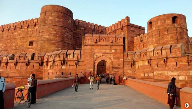 Visit the Agra fort