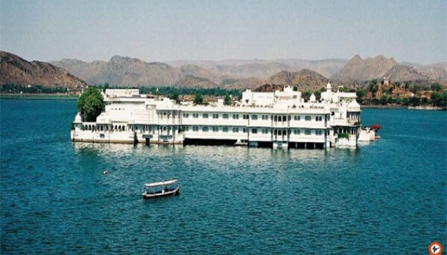 Boat Ride At Lake Pichola With Private Transfers