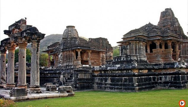 fascinating temple of Saas Bahu