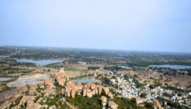 places Avani village and Kurudumale