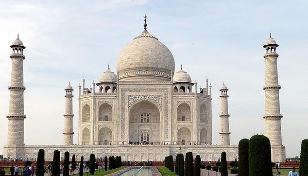 Taj Mahal tour package from Mumbai