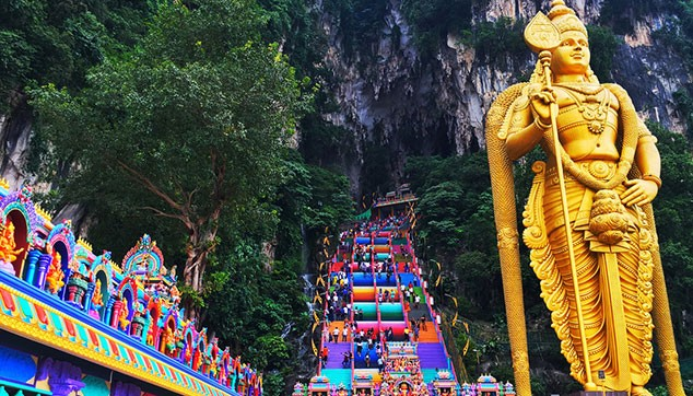Visit Lord Murugan statue at Batu Caves
