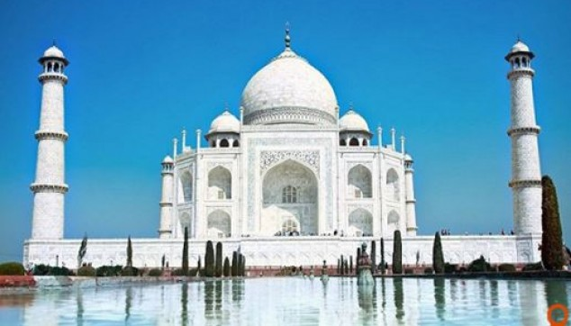 beauty of majestic Taj Mahal