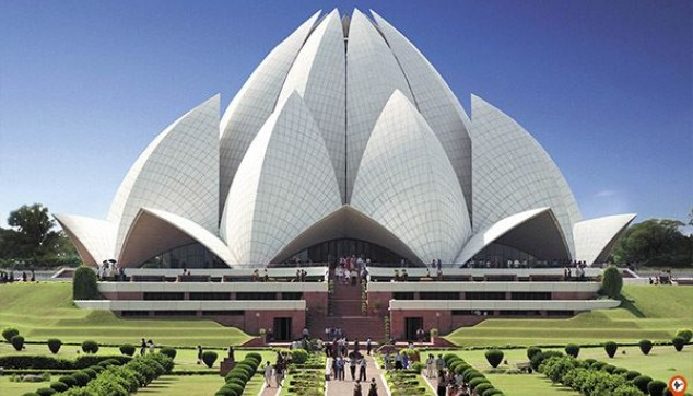 Private Delhi City tour visiting India Gate Red fort Lotus Temple with Lunch