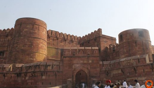 Explore Red fort agra - indiator