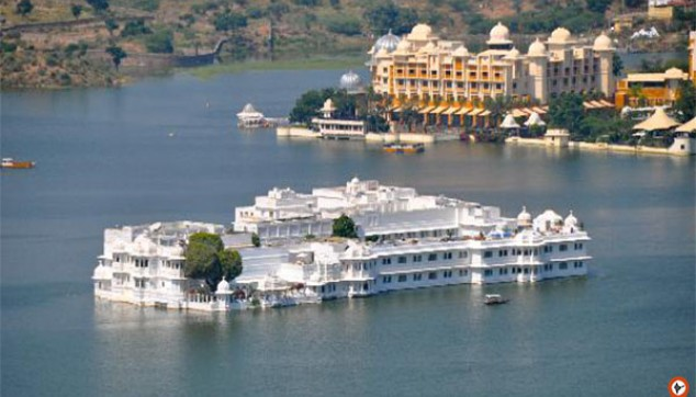 Enjoy The Boat Ride At Lake Pichola