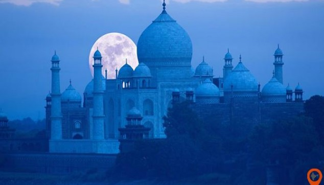 Taj Mahal Visit In Moonlight - indiator