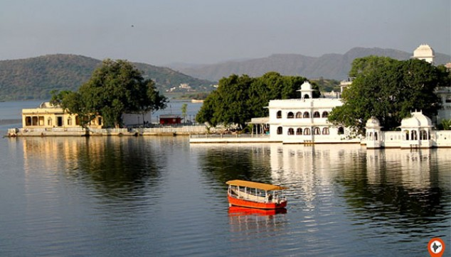 Boat Ride in udaipur
